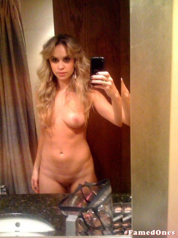 Becca Tobin naked pics FamedOnes.com 001 01