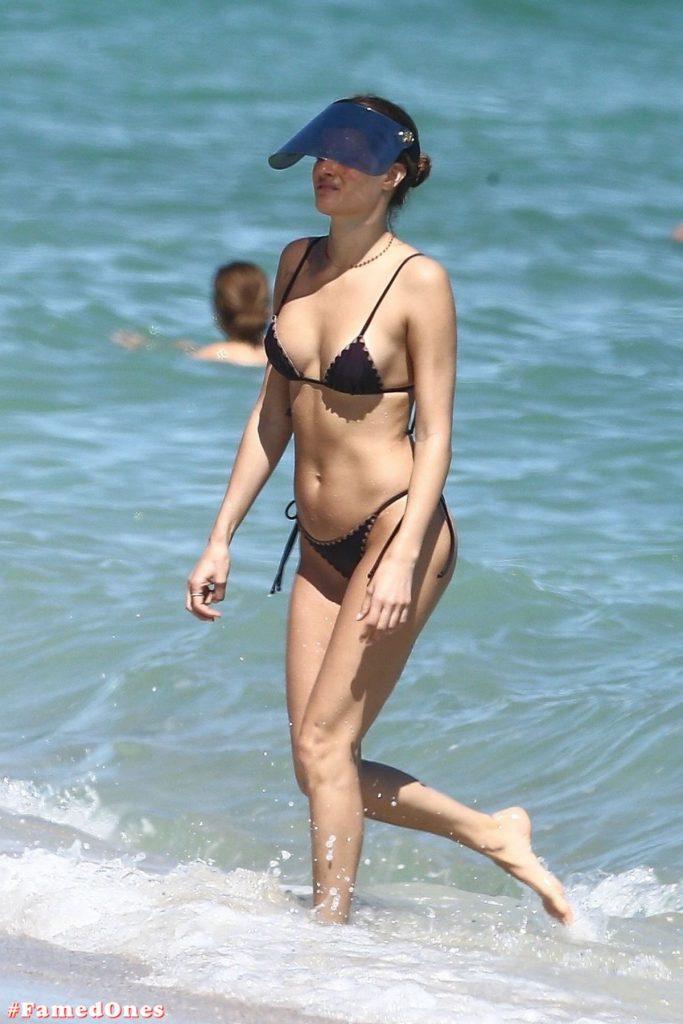Isabeli Fontana hot pics FamedOnes.com 001 01