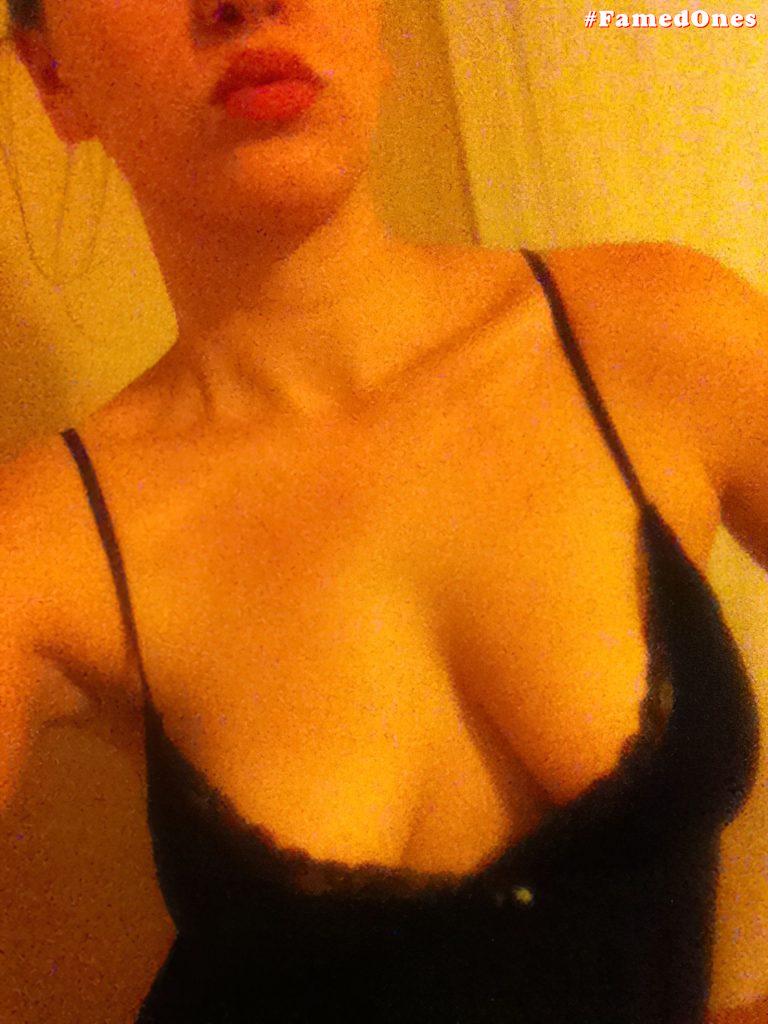 Alia Domino nude leaked pics FamedOnes.com 001 01