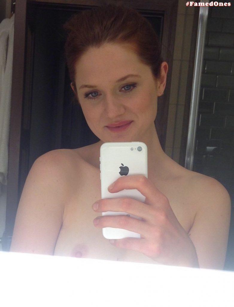 Bonnie Wright nude leaked selfies FamedOnes.com 004 01