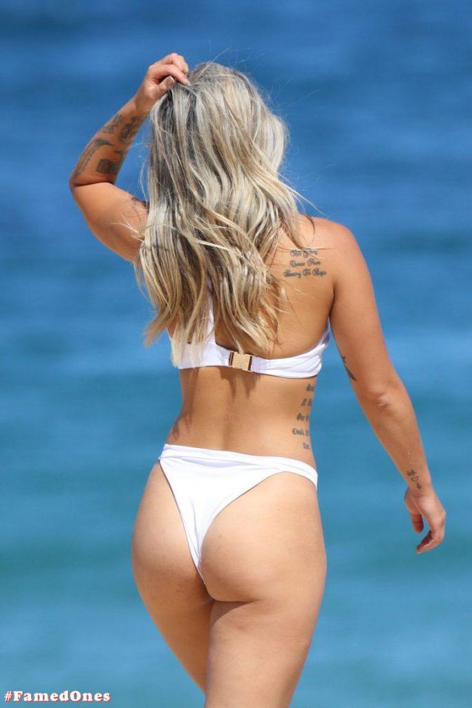 Cassie Lansdell hot bikini pics FamedOnes.com 004 05