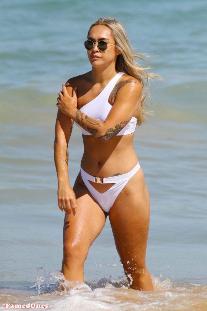 Cassie Lansdell hot bikini pics FamedOnes.com 004 07