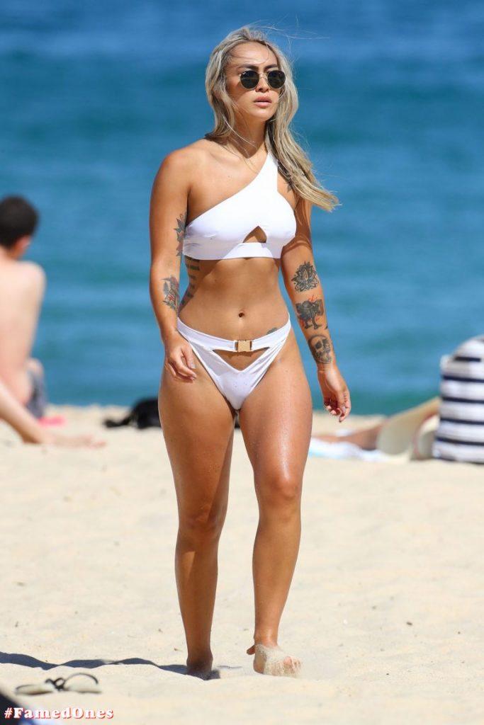Cassie Lansdell hot bikini pics FamedOnes.com 004 12