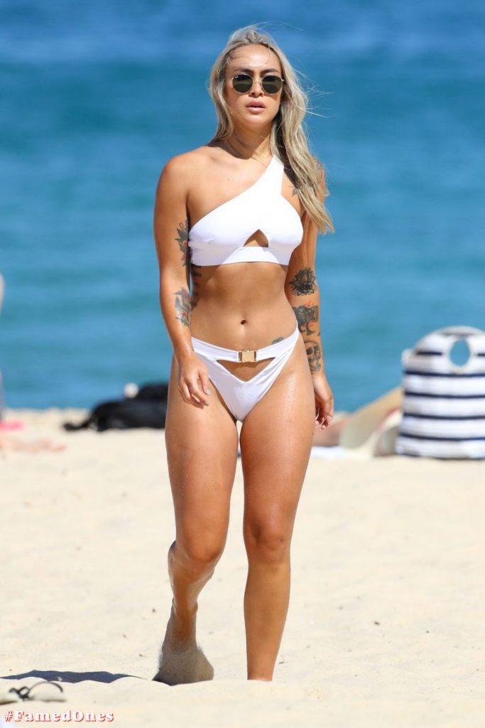 Cassie Lansdell hot bikini pics FamedOnes.com 004 13