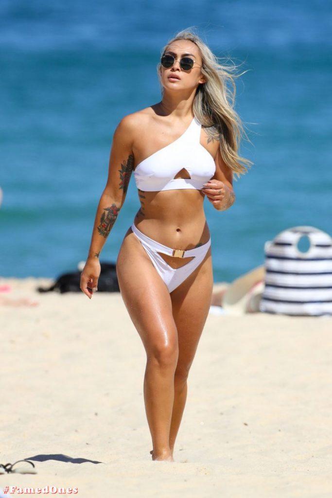 Cassie Lansdell hot bikini pics FamedOnes.com 004 15
