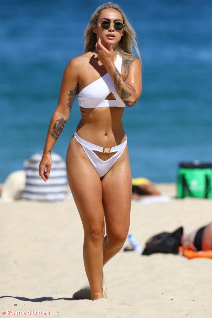 Cassie Lansdell hot bikini pics FamedOnes.com 004 19