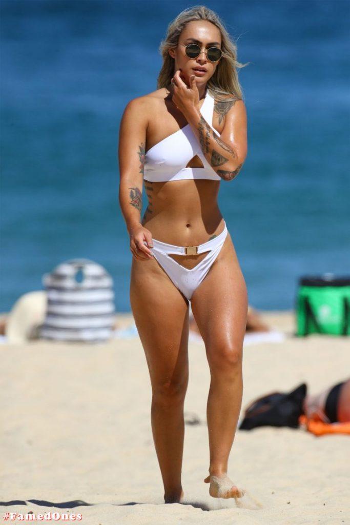 Cassie Lansdell hot bikini pics FamedOnes.com 004 20