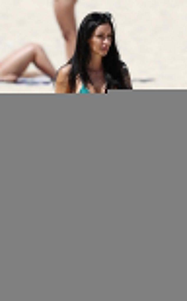 Vanessa Sierra hot bikini pics FamedOnes.com 004 07