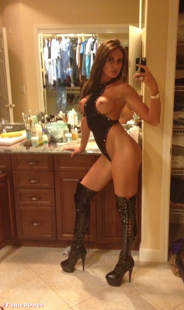 Holly Sonders XXX leaked selfie pics FamedOnes.com 008 01