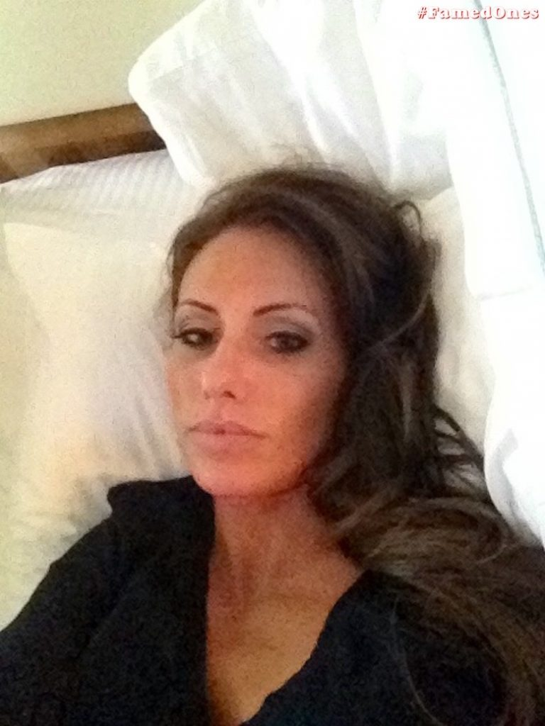 Holly Sonders leaked private selfies FamedOnes.com 006 01