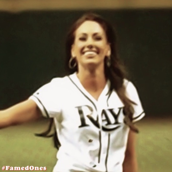 Holly Sonders sexy pics FamedOnes.com 001 01