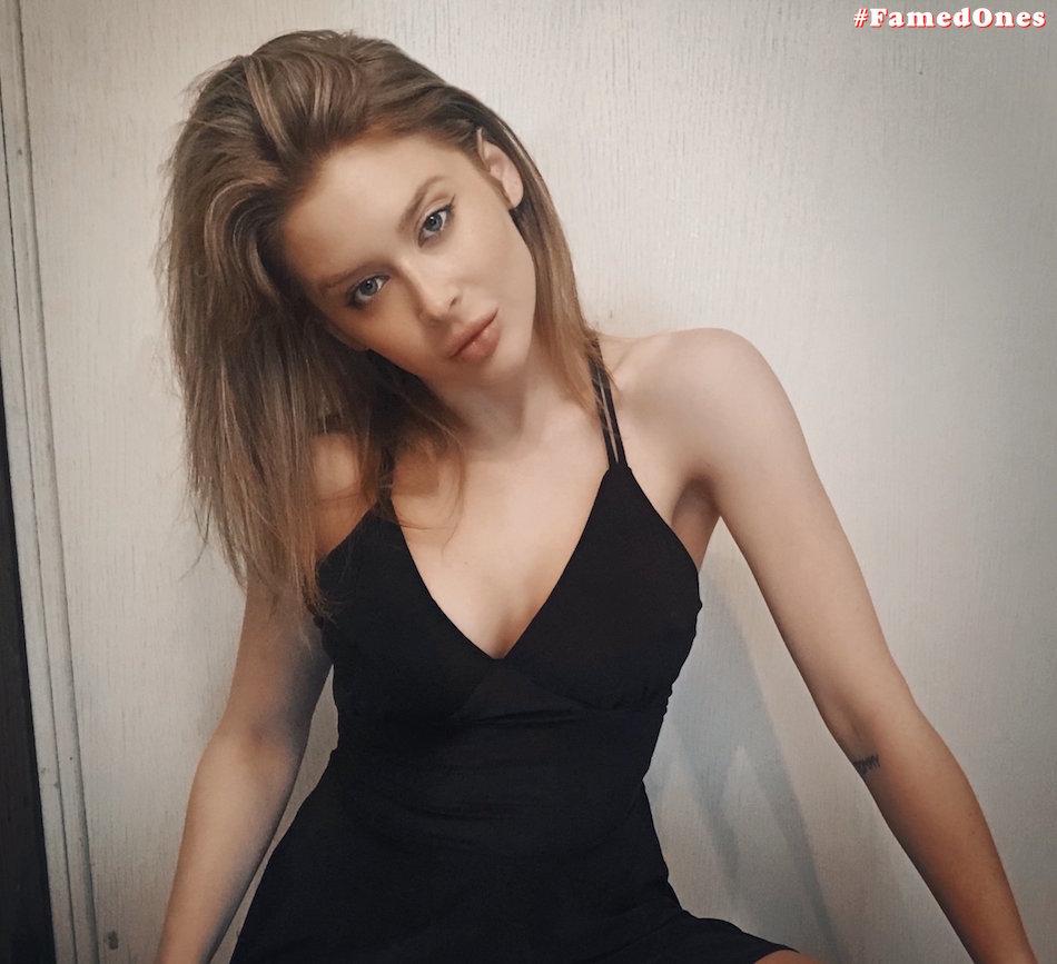 Renee Olstead sexy pics FamedOnes.com 006 01
