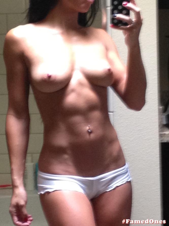 Wailana Geisen topless leaked selfies FamedOnes.com 014 01