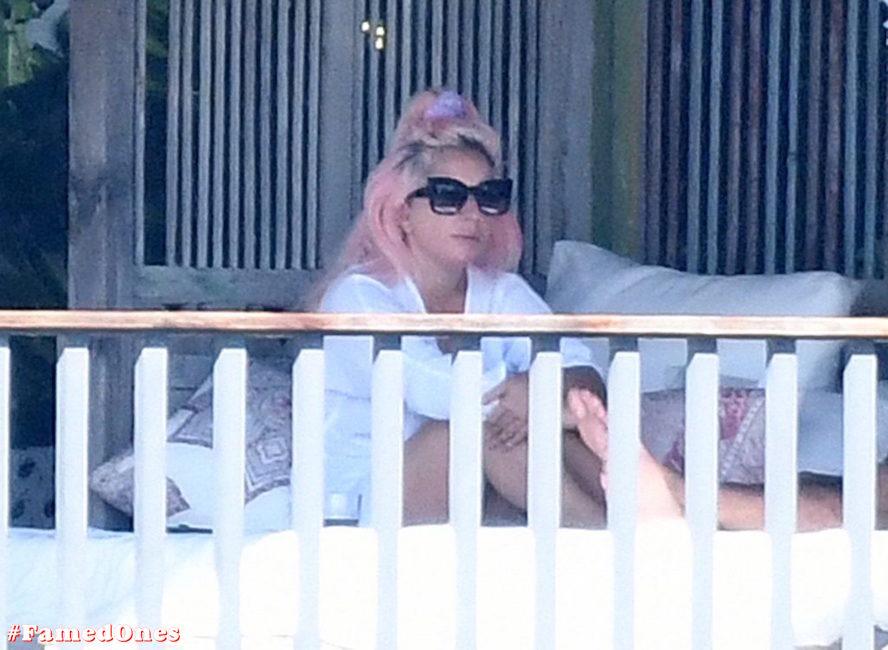 Lady Gaga undressed outdoor paparazzi pics FamedOnes.com 067 01