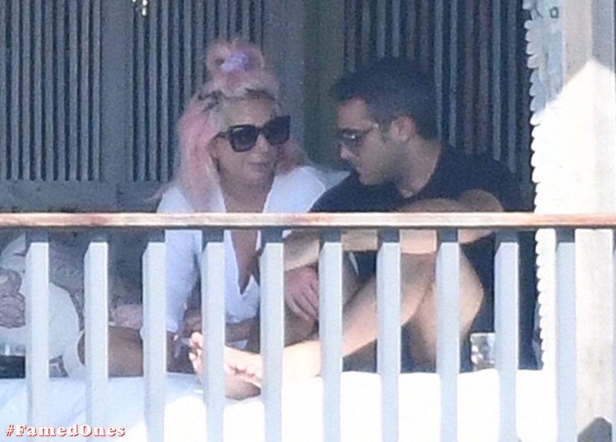 Lady Gaga undressed outdoor paparazzi pics FamedOnes.com 067 03