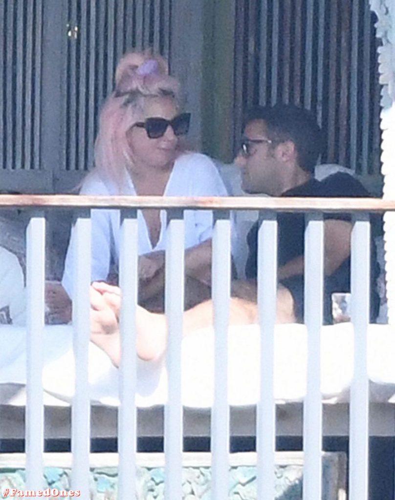 Lady Gaga undressed outdoor paparazzi pics FamedOnes.com 067 04