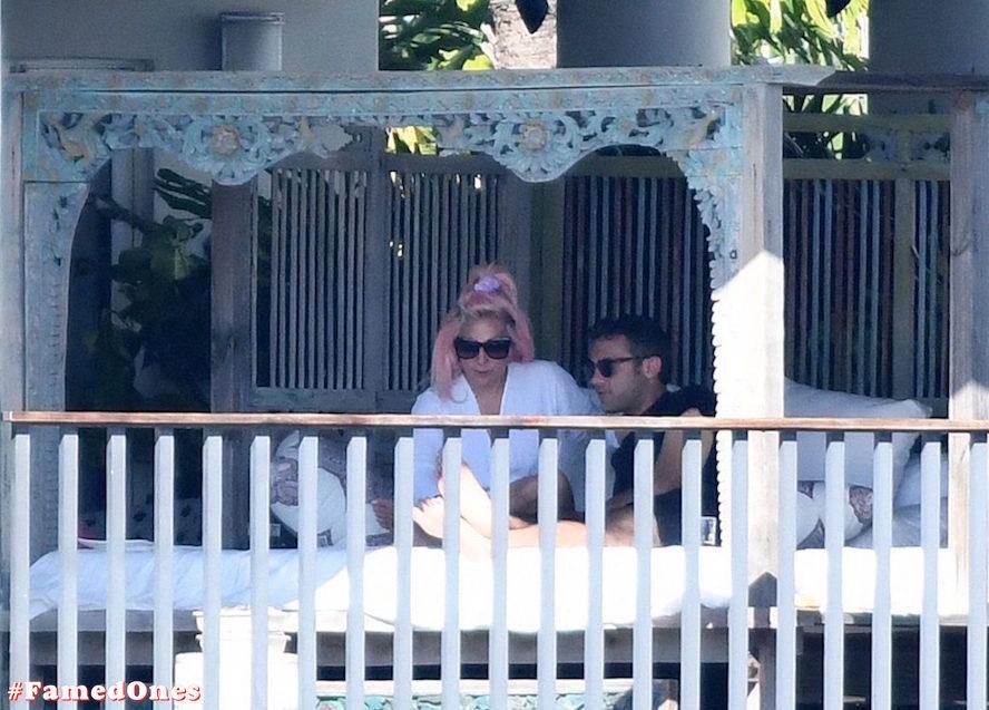 Lady Gaga undressed outdoor paparazzi pics FamedOnes.com 067 11