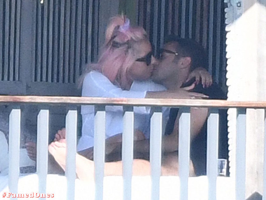 Lady Gaga undressed outdoor paparazzi pics FamedOnes.com 067 20