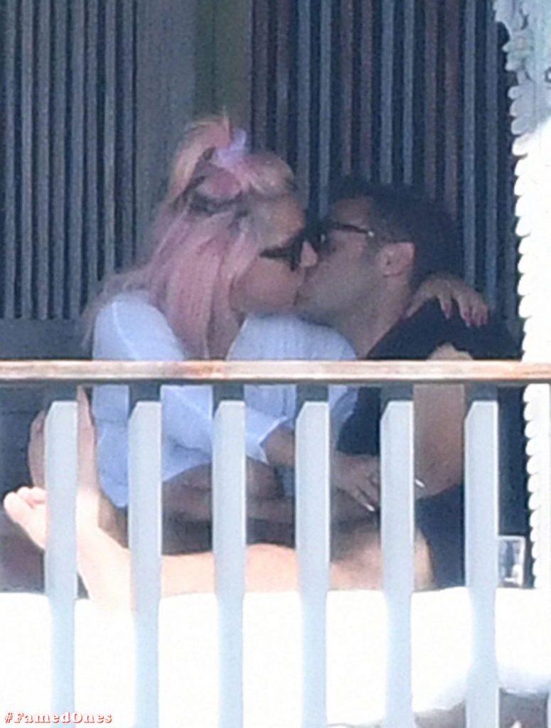 Lady Gaga undressed outdoor paparazzi pics FamedOnes.com 067 25