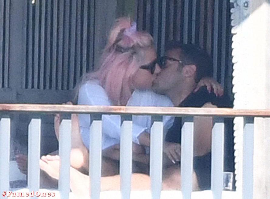 Lady Gaga undressed outdoor paparazzi pics FamedOnes.com 067 26