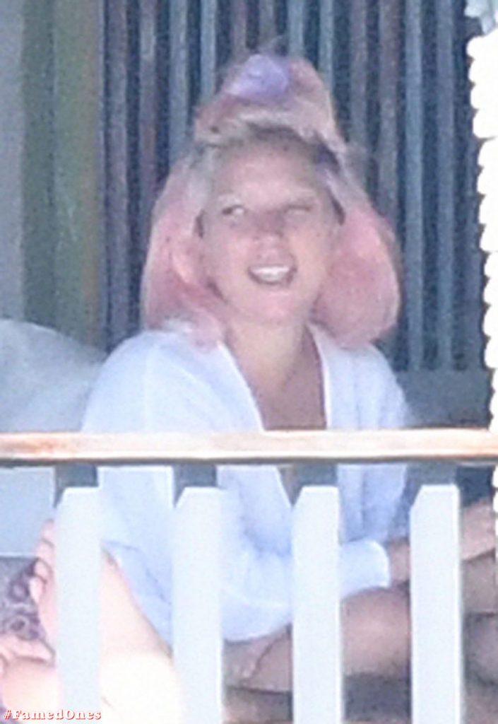 Lady Gaga undressed outdoor paparazzi pics FamedOnes.com 067 32