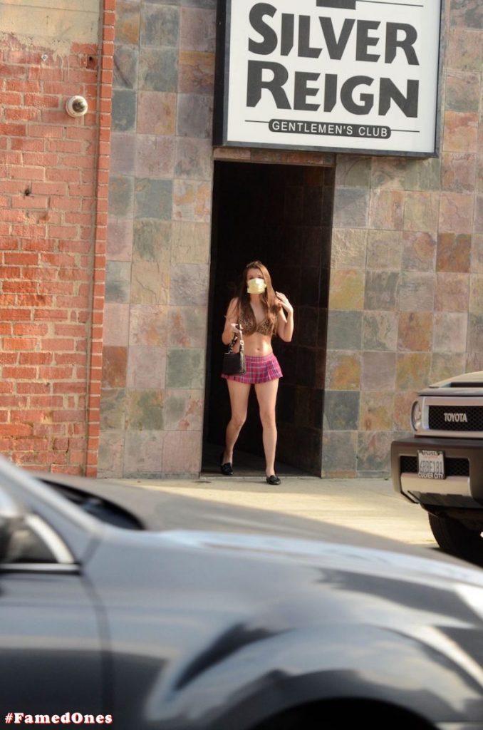 Alicia Arden mini skirt ass show fappening pics FamedOnes.com 039 16
