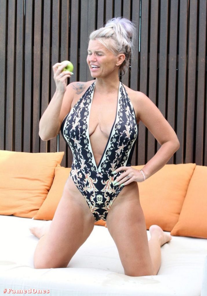 Kerry Katona apple eating show fappening pics FamedOnes.com 033 03