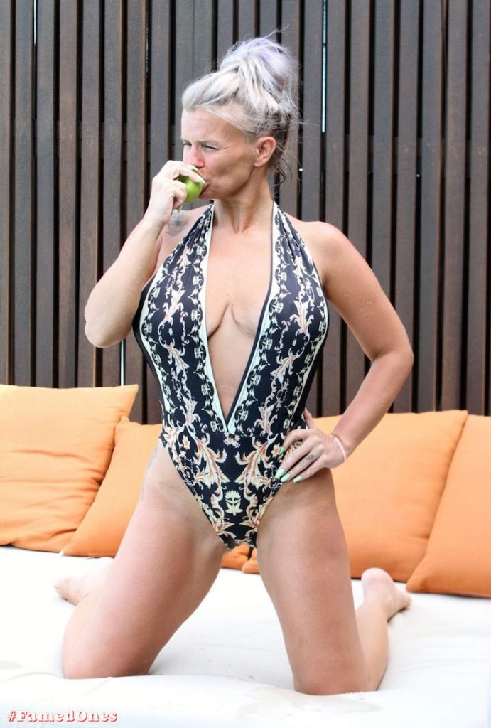 Kerry Katona apple eating show fappening pics FamedOnes.com 033 08