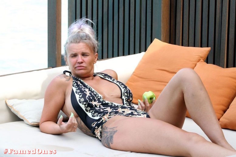 Kerry Katona apple eating show fappening pics FamedOnes.com 033 22