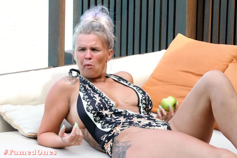 Kerry Katona apple eating show fappening pics FamedOnes.com 033 24