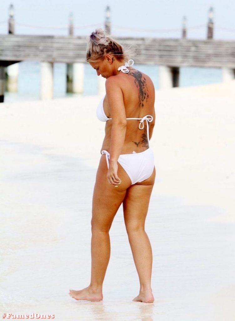 Kerry Katona bikini paparazzi pics FamedOnes.com 032 01