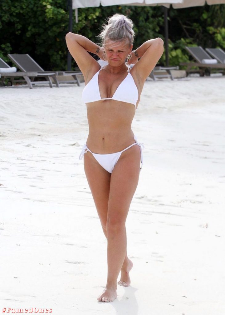 Kerry Katona bikini paparazzi pics FamedOnes.com 032 06