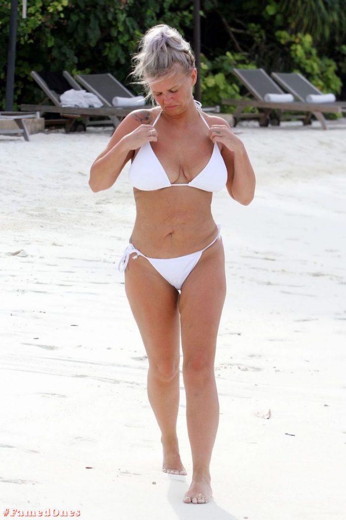 Kerry Katona bikini paparazzi pics FamedOnes.com 032 09