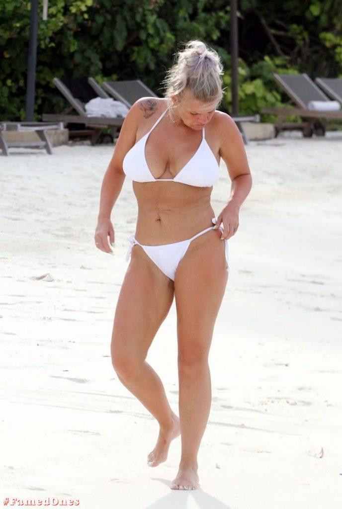 Kerry Katona bikini paparazzi pics FamedOnes.com 032 13