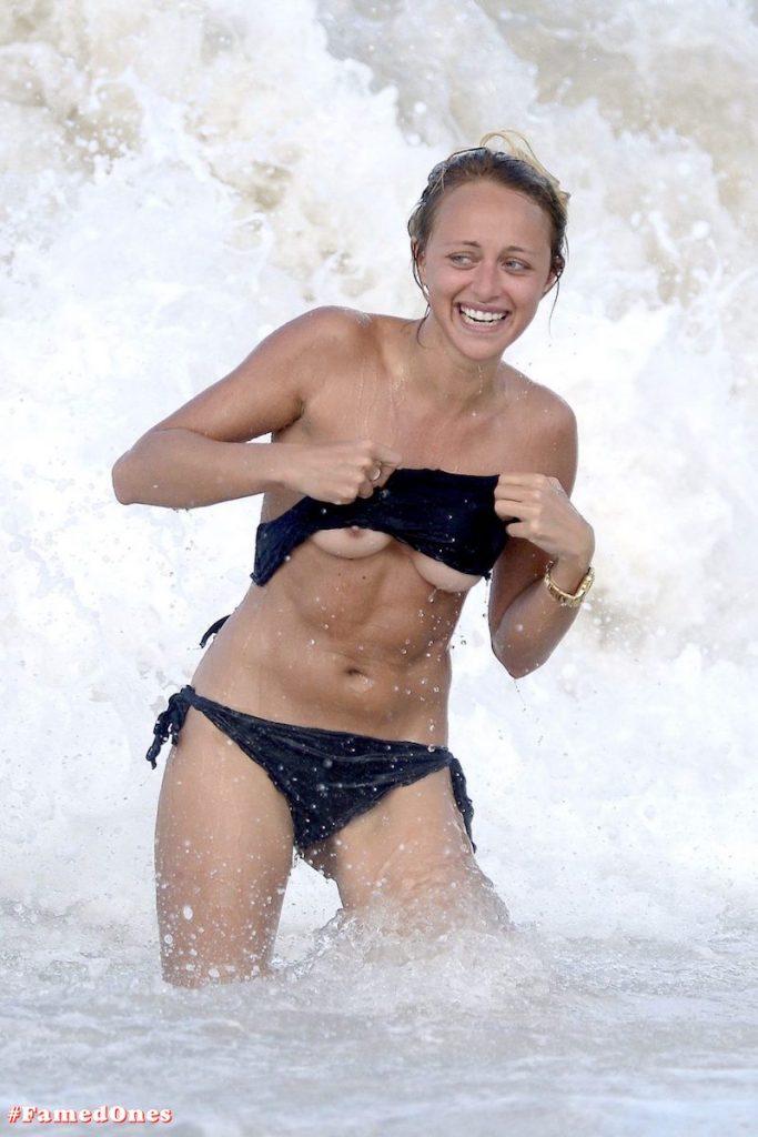 Lana Scolaro tits slip fappening paparazzi pics FamedOnes.com 004 09