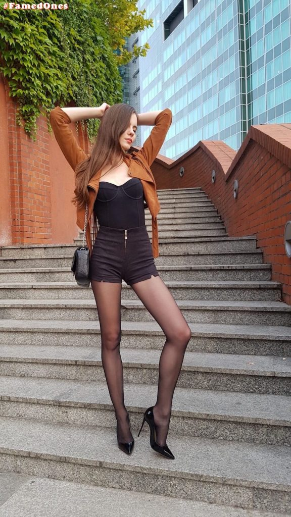 Ariadna Majewska sexy crotch fappening pics FamedOnes.com 004 08