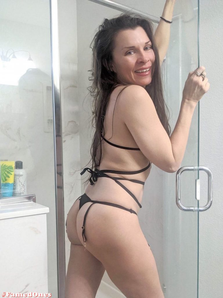 Alicia Arden hot bikini teasing fappening pics FamedOnes.com 042 10
