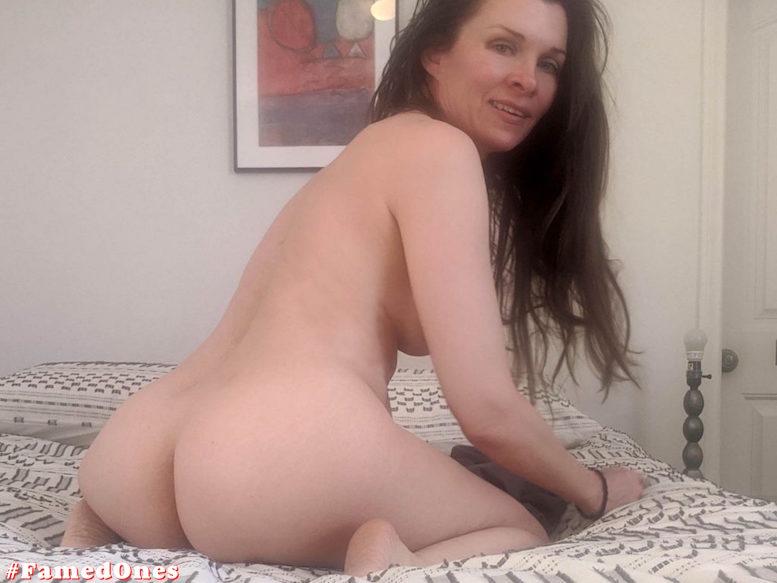 Alicia Arden lying nude fappening pics FamedOnes.com 043 11