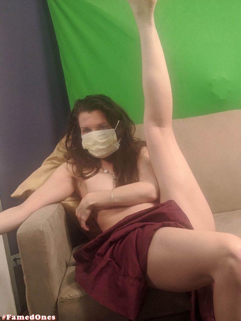 Alicia Arden nude posing fappening pics FamedOnes.com 044 02