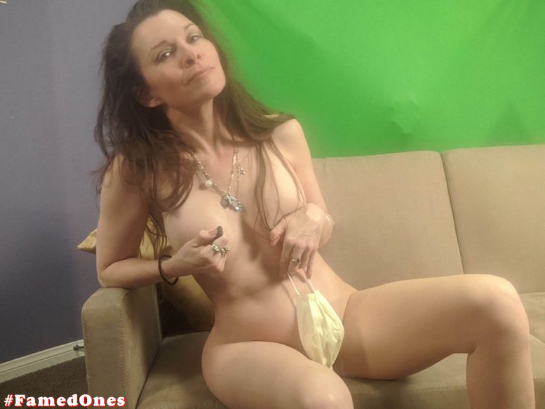 Alicia Arden nude posing fappening pics FamedOnes.com 044 08