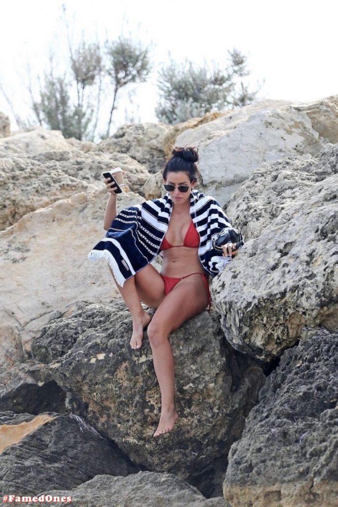 Vanessa Sierra hot red bikini fappening pics FamedOnes.com 002 02