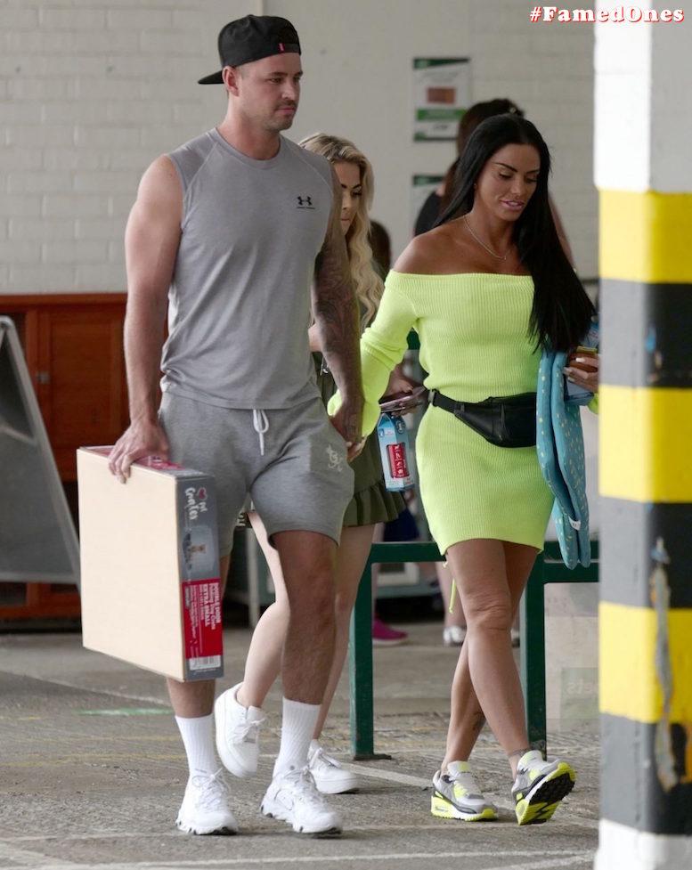 Katie Price hot tanned fappening public pics FamedOnes.com 042 06