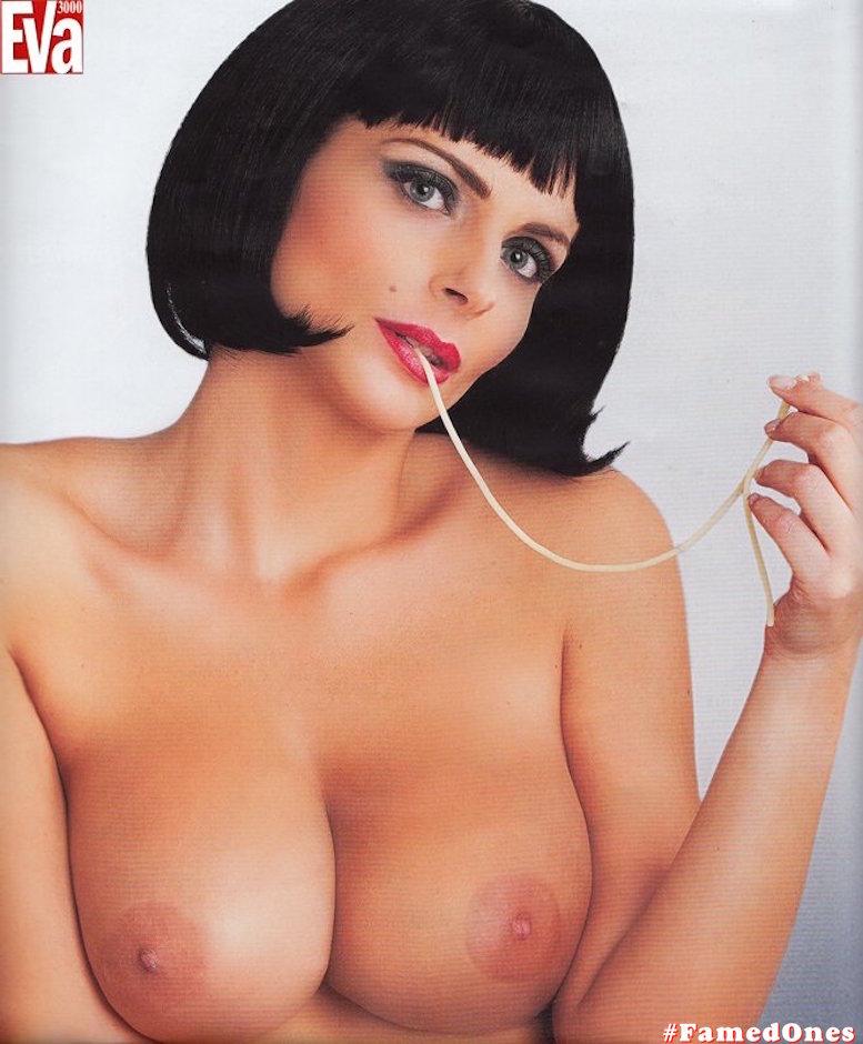 Francesca Cipriani posing naked fappening pics FamedOnes.com 002 11