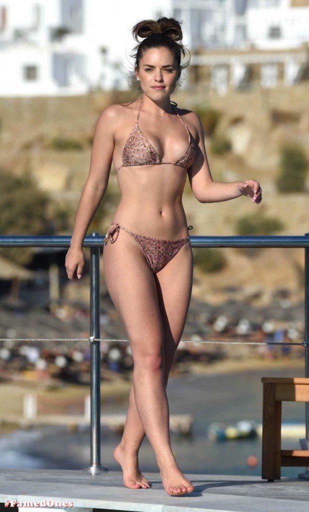 Olympia Valance sexy pool bikini fappening pics FamedOnes.com 005 14