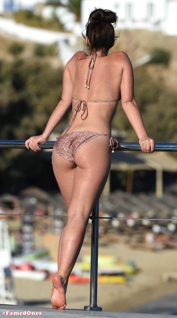 Olympia Valance sexy pool bikini fappening pics FamedOnes.com 005 17